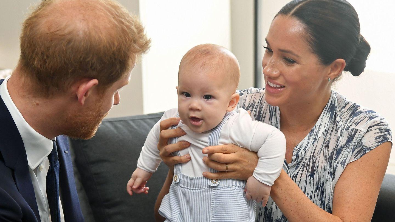 Los duques de Sussex, con su hijo Archie en Sudáfrica. (EFE)