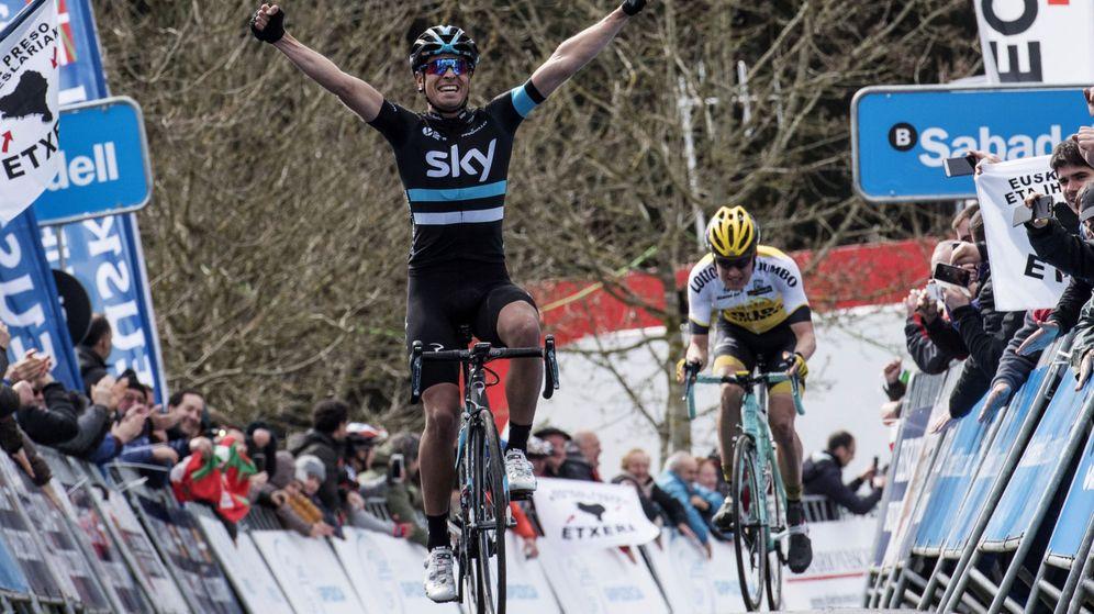 Foto: Landa volvió a dar otro golpe en una etapa de montaña (EFE/ADRIÁN RUIZ DE HIERRO).