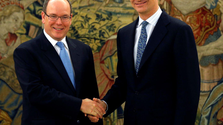 Encuentro del rey Felipe con Alberto de Mónaco en 2016. (Reuters)