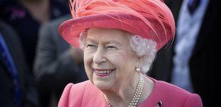 Post de Muestran a Isabel II un retrato suyo: su impagable reacción delante de la autora