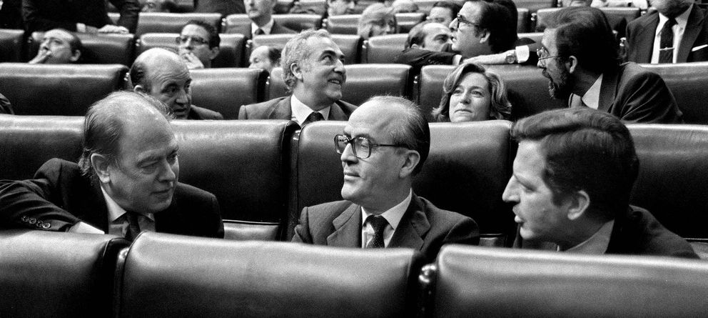 Foto: Pujol, Calvo-Sotelo y Suárez, durante la Transición. (Efe)
