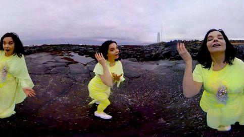 Björk se cuela como una polilla gigante en el CCCB