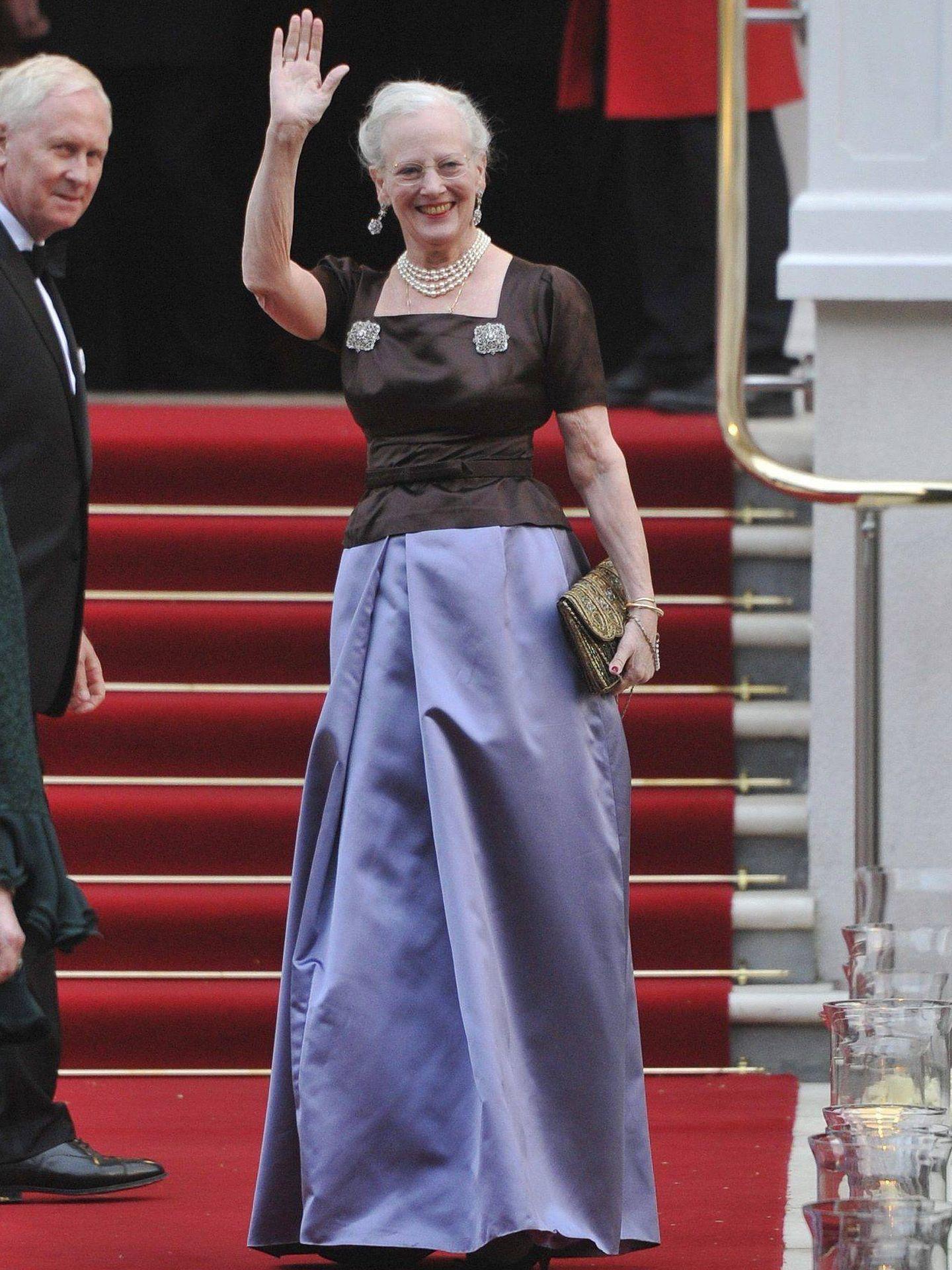La reina llegando a la cena de la boda. (EFE)