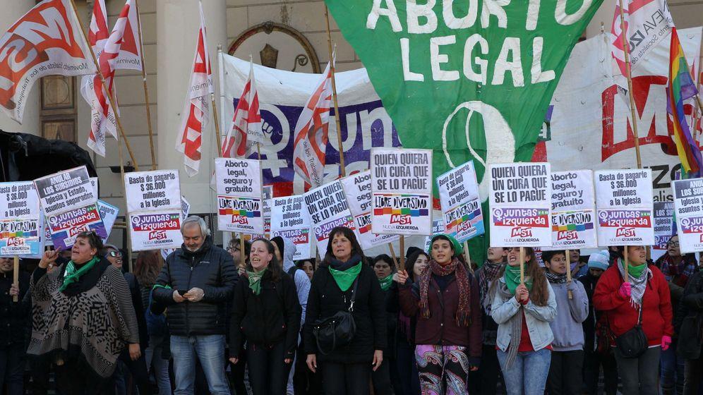 Foto: El 'pañuelazo verde' es una marcha para pedir la despenalización del aborto en Argentina. (EFE)