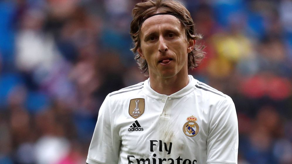Foto: Luka Modric, con cara de preocupación, en el partido contra el Eibar en el Bernabéu. (EFE)
