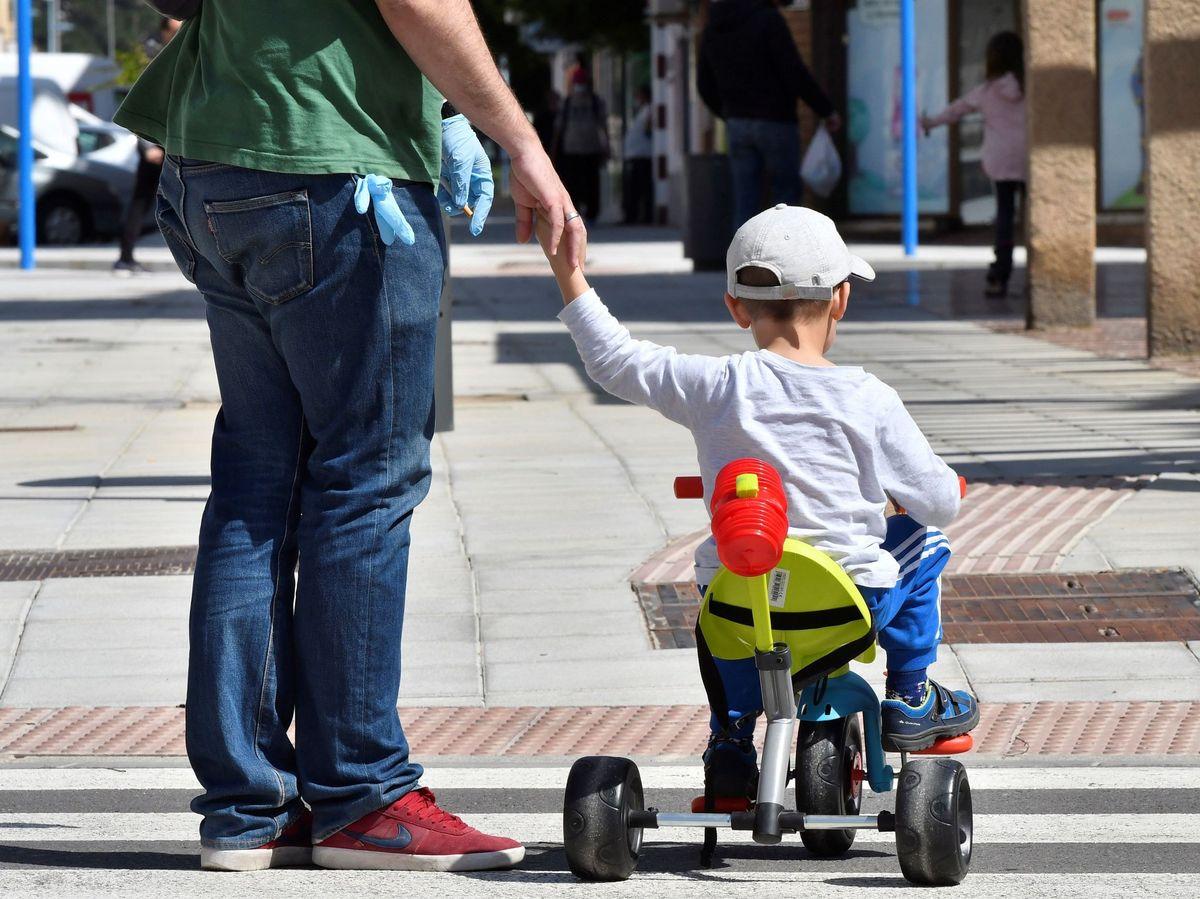 Foto: ¿En qué horarios pueden pasear los niños durante las fases de desescalada? (EFE)
