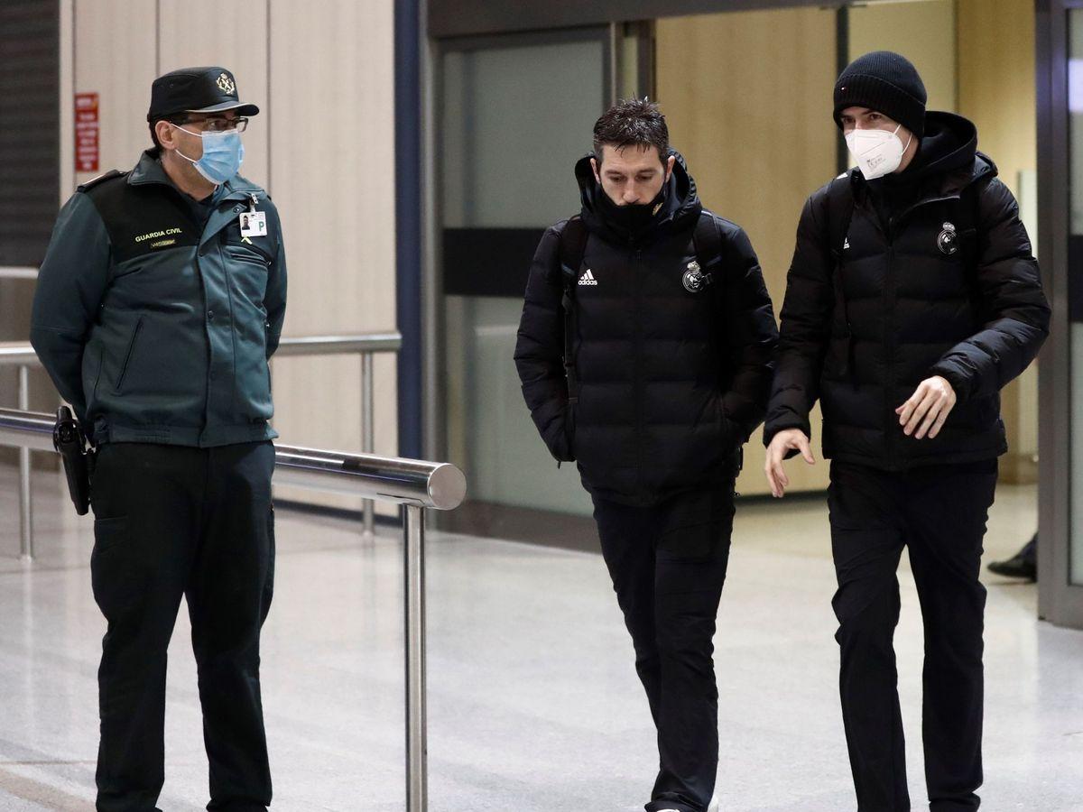 Foto: Zidane, en su llegada a Pamplona. (EFE)