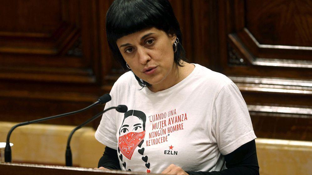 Foto: La diputada de la CUP Anna Gabriel, en una intervención en el Parlament de Cataluña. (EFE)