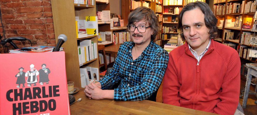Foto: Los caricaturistas Renald Luzier, alias Luz, junto a Laurent Sourisseau, alias Riss, en una foto de archivo. (EFE/Frederic Charmeux)