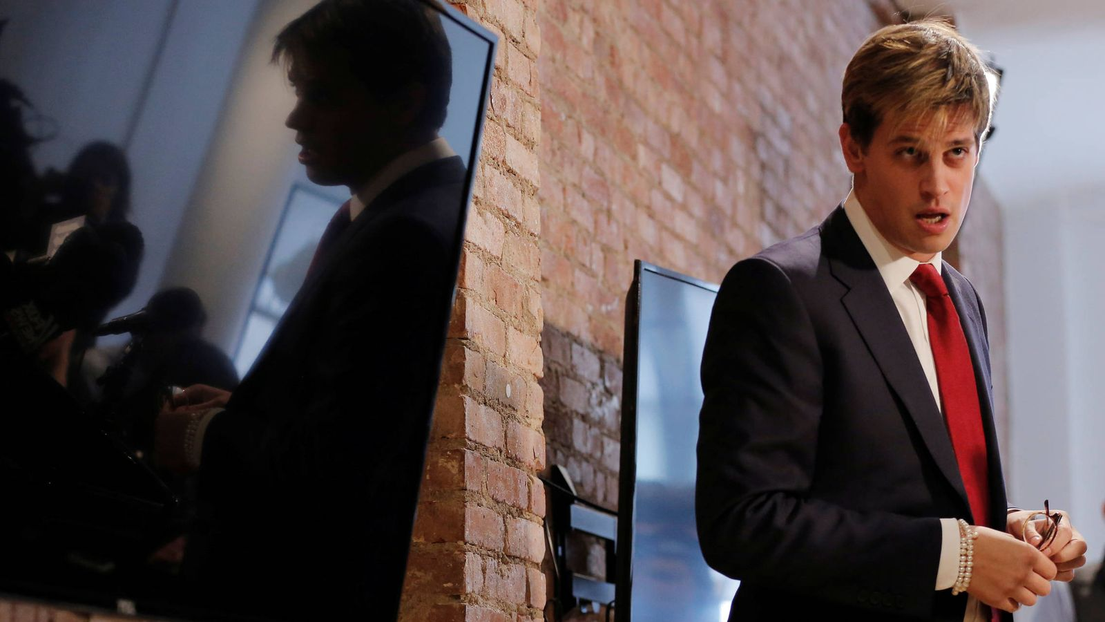 Foto: Milo Yiannopoulos, durante la rueda de prensa que ofreció en Nueva York, el 21 de febrero de 2017. (Reuters)