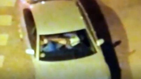 Graban a un hombre golpeando violentamente a su pareja dentro de un coche en Alcalá de Henares (Madrid)