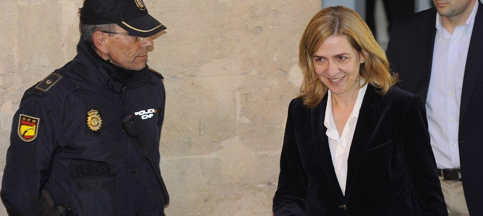 Foto: La infanta Cristina sale de los juzgados de Palma el pasado febrero. (Efe)