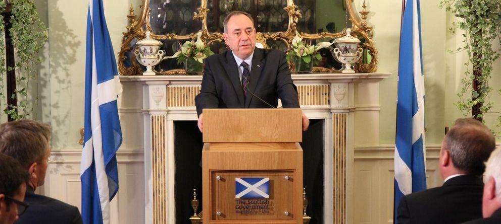 Foto: Alex Salmond durante una conferencia de prensa en Edimburgo tras conocerse los resultados del referéndum (Reuters).