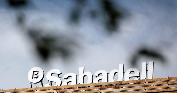 Fitch rebaja al Sabadell al borde del bono basura por el crédito a pymes y Reino Unido