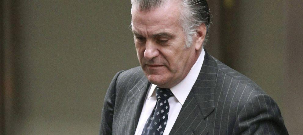 Foto: El extesorero del PP Luis Bárcenas, en una imagen de archivo saliendo de la Audiencia Nacional. (Efe)