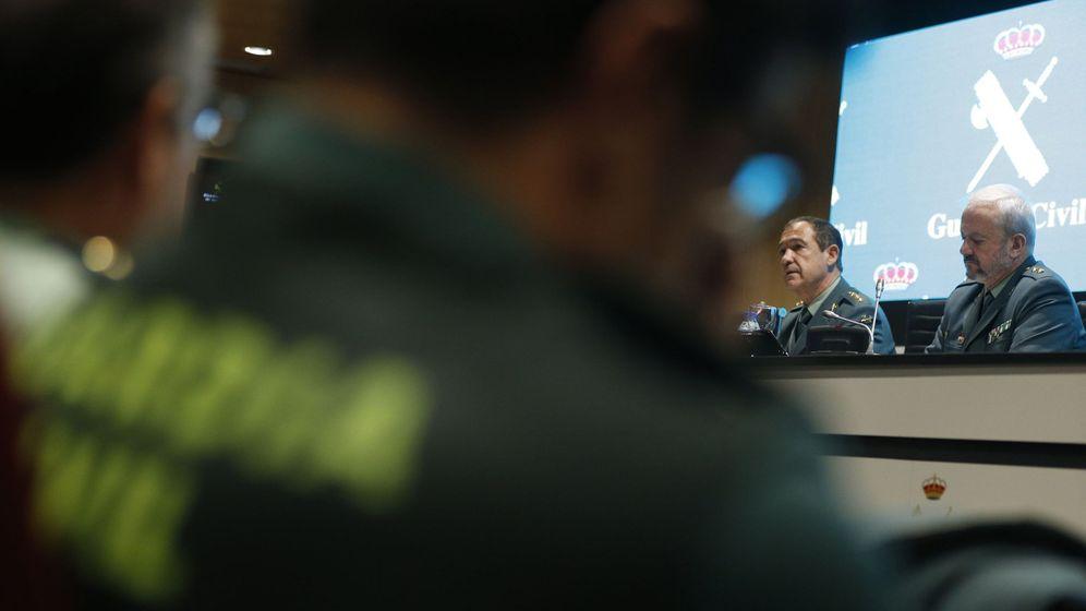 Foto: El jefe de la Comandancia de Huelva, Ezequiel Romero, y el teniente coronel de la UCO Jesús García, ayer durante la rueda de prensa sobre el crimen de Laura Luelmo. (EFE)
