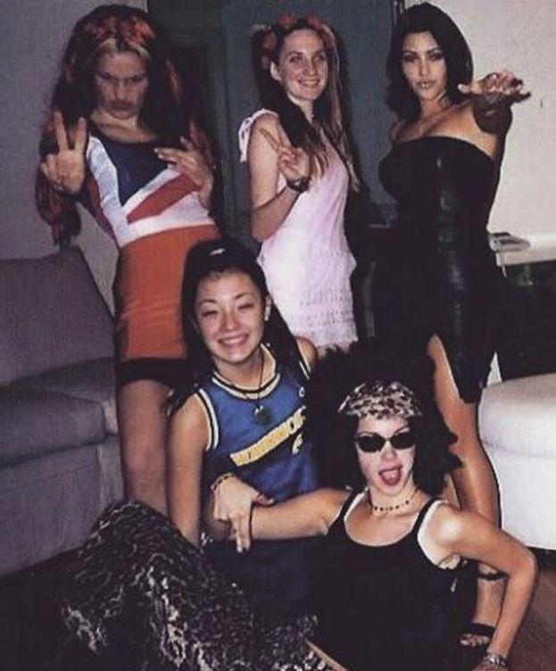 Foto: Kim Kardashian y sus amigas imitando a las Spice Girls (Instagram)