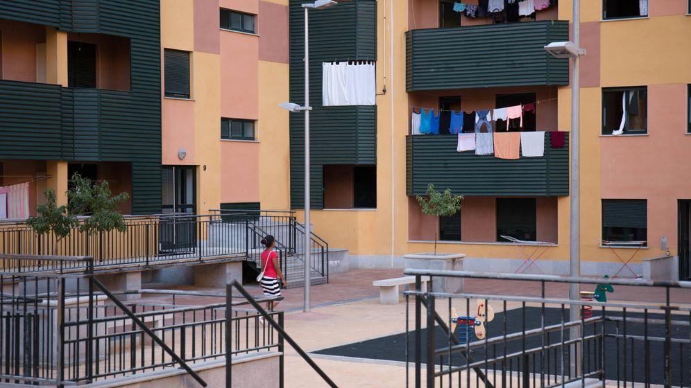 Foto: Varios pisos ocupados en una urbanización en Salamanca. (D. B.)