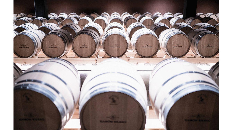 Foto: La bodega ubicada en Haro (La Rioja) incluye en las nuevas experiencias la posibilidad de catar vinos en evolución desde las propias barricas.