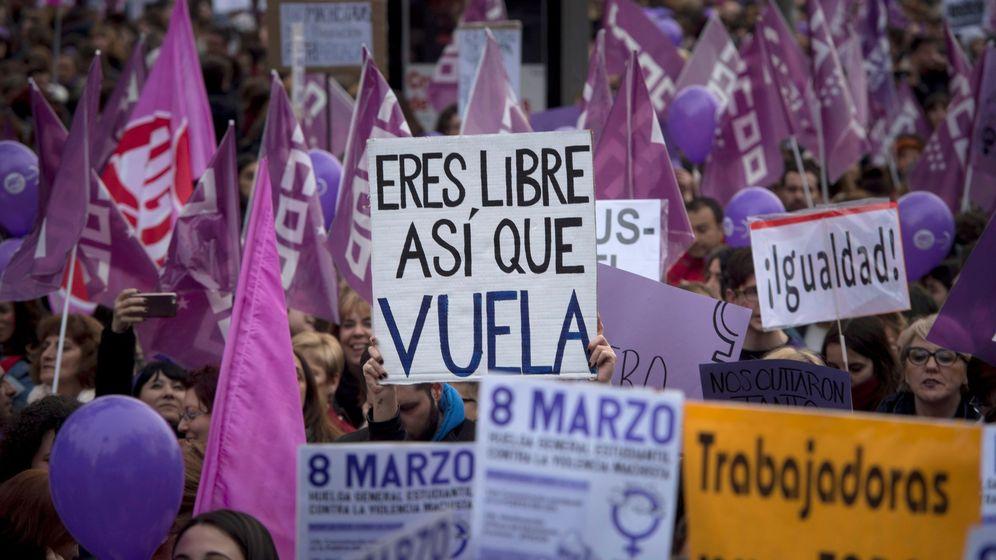 Foto: Miles de personas participan en la manifestación convocada con motivo del Día de la Mujer. (EFE)