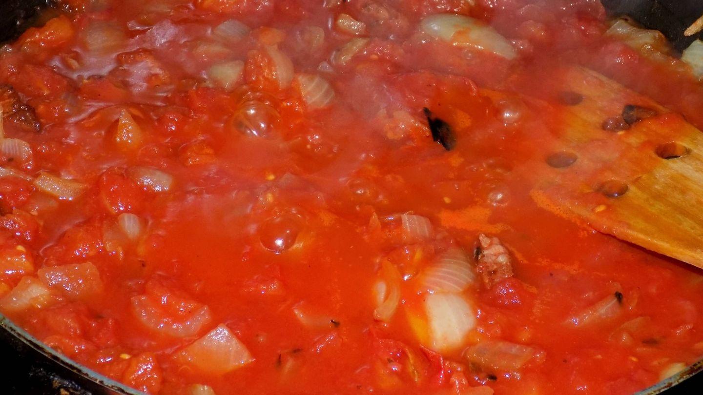 Sofrito de tomate con cebolla. (iStock)