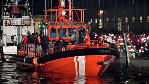 El Gobierno culmina su giro en inmigración al embarcar guardias civiles con Salvamento