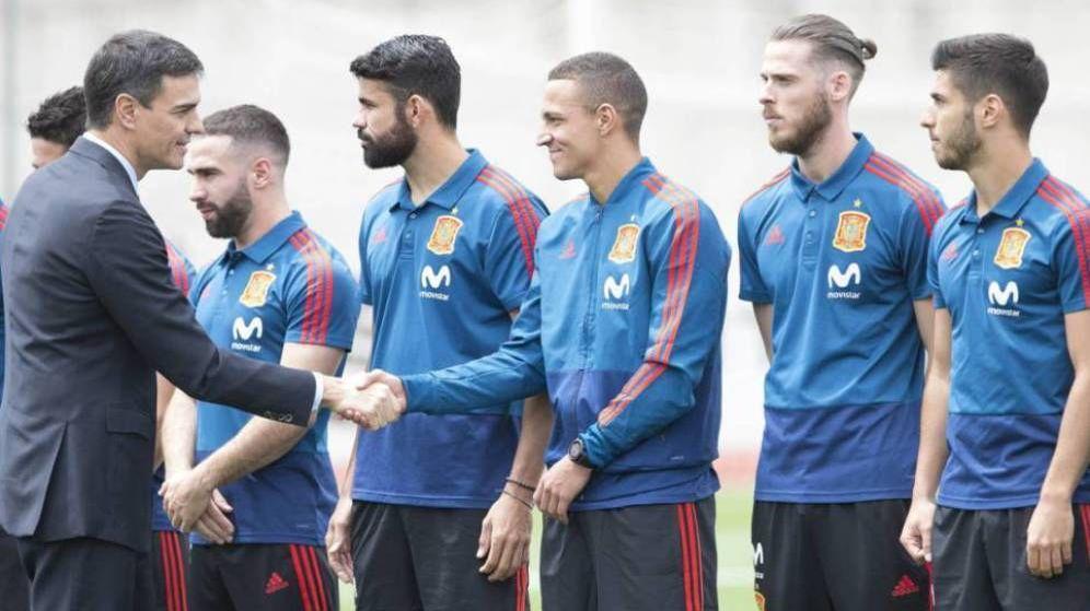 Foto: Pedro Sánchez, cuando despidió a la Selección antes del Mundial de Rusia. (EFE)