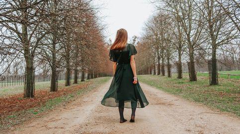 Serás la invitada más elegante (con toque boho) de la boda con este maravilloso vestido verde de Massimo Dutti