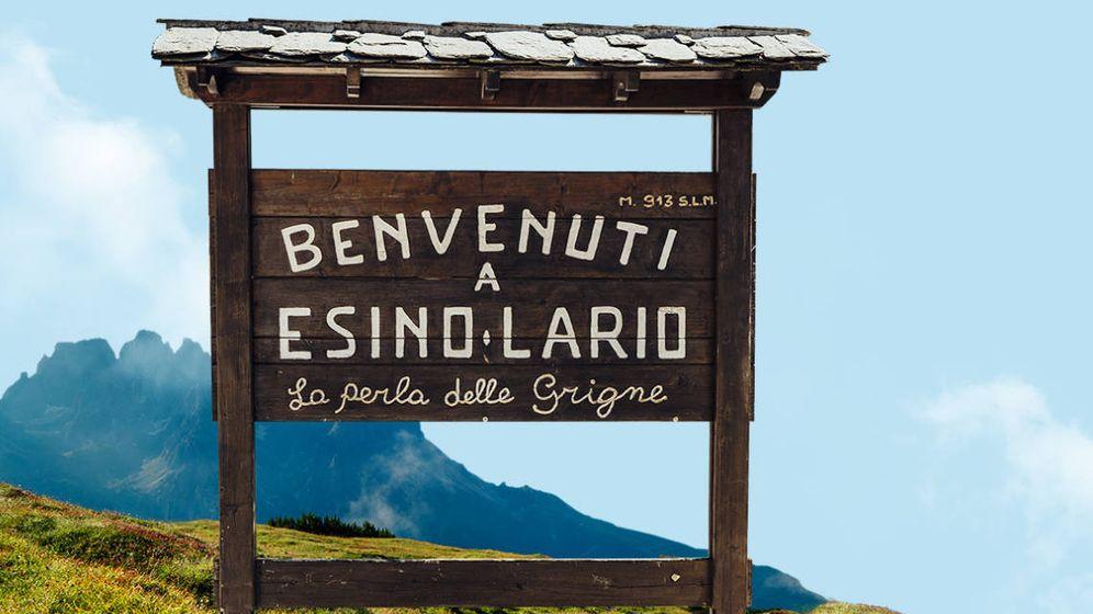 Foto: Incluso el cartel que da la bienvenida a Esino Lario se vendía por internet (Foto: Vendesino.it)