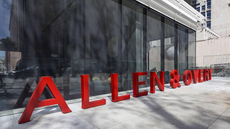 Allen & Overy cierra su oficina 'satélite' en Barcelona y concentra su actividad en Madrid