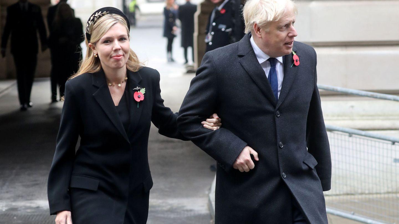 Carrie Symonds y Boris Johnson. (Reuters)