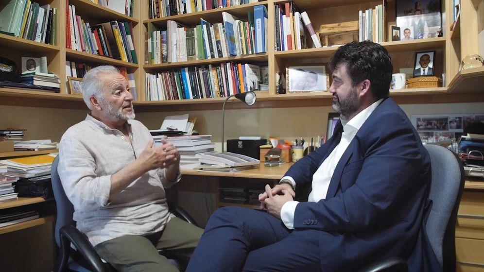 Foto: Julio Anguita charla con Carlos Sánchez Mato en su domicilio de Córdoba. (EC)