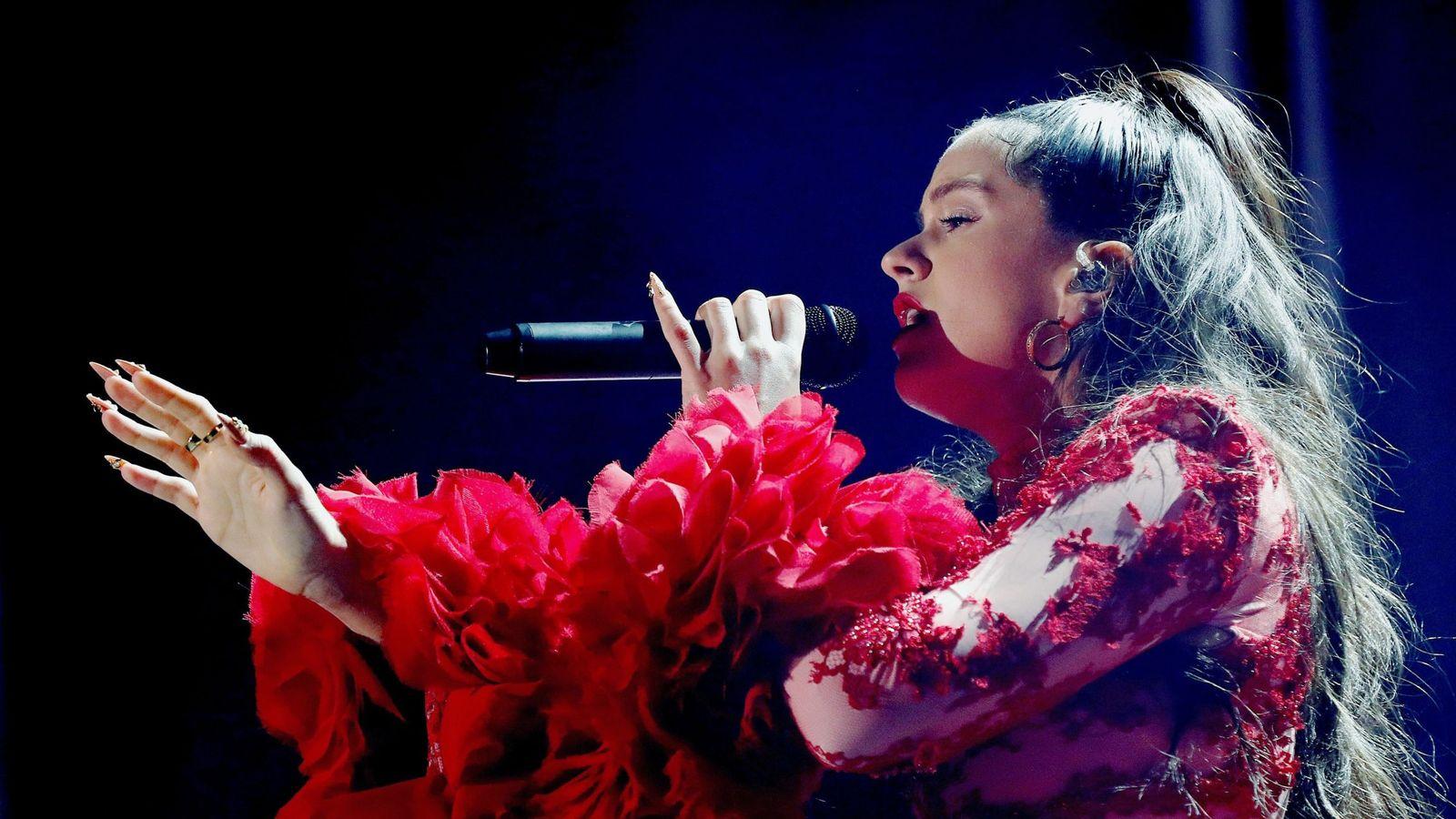 Foto: Rosalía durante su concierto en la plaza de Colón de Madrid. (EFE)