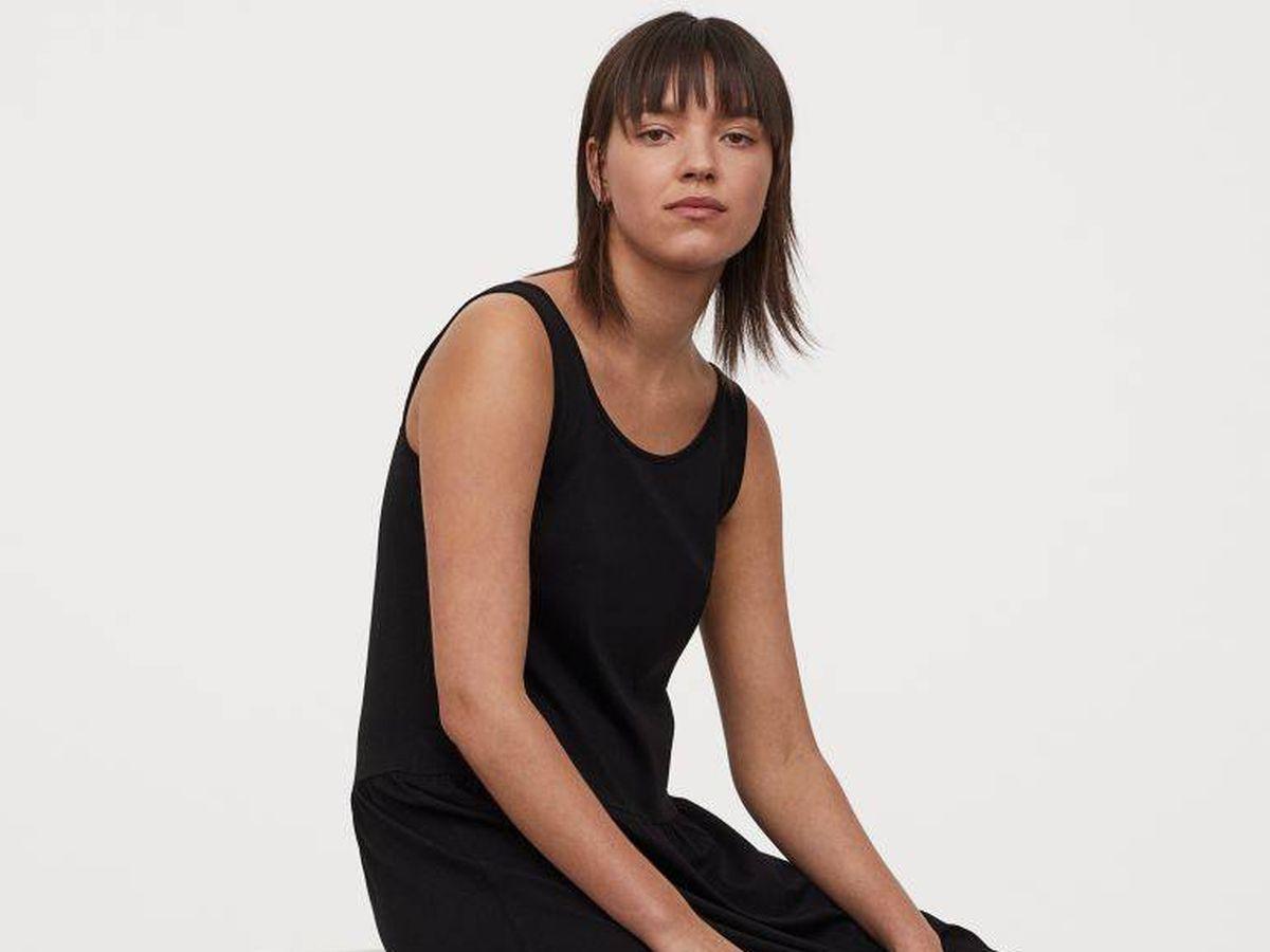 Foto: El vestido negro e infalible de H&M. (Cortesía)