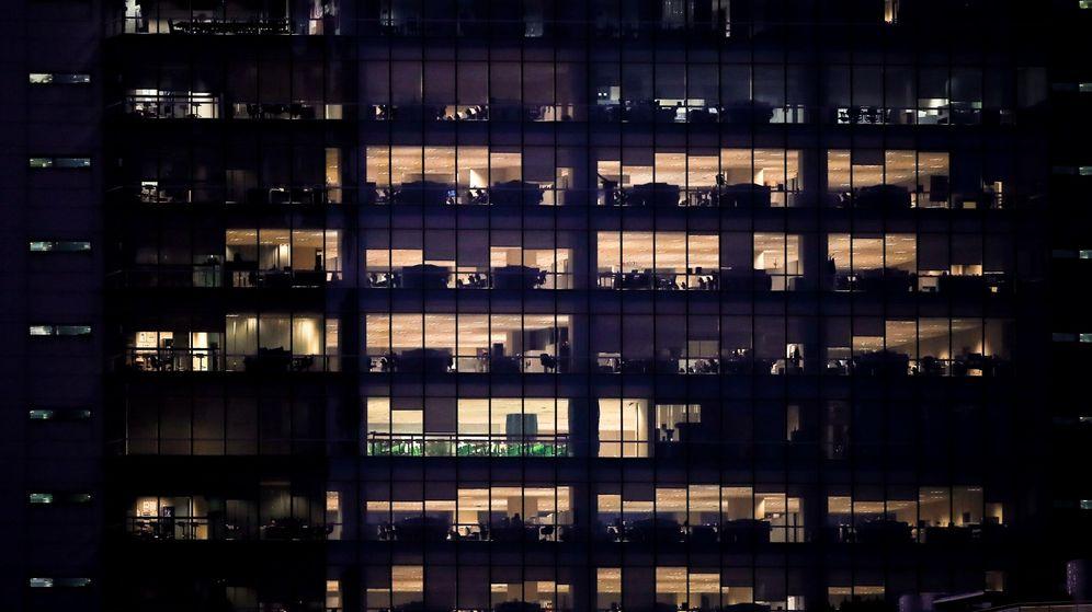 Foto: Un edificio de oficinas sin apertura exterior. (EFE)