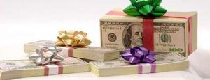 Foto: El dinero es el regalo preferido por la mitad de los españoles para Navidades, según un estudio