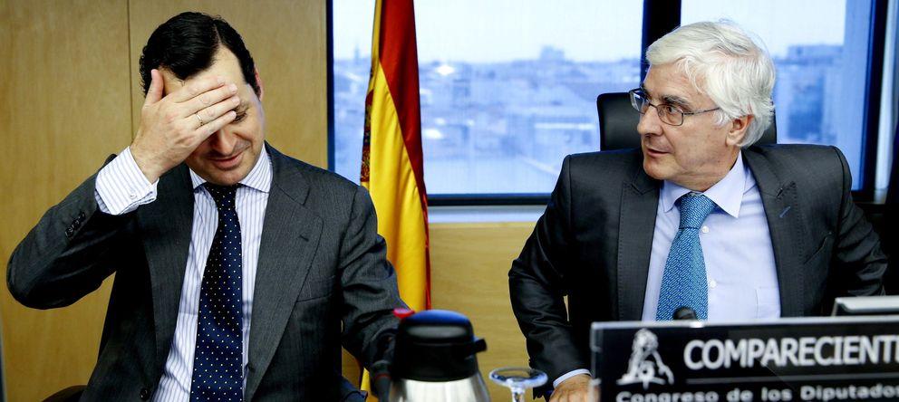 Foto: El presidente de RTVE, Leopoldo González-Echenique (izqda), en el Congreso (EFE)