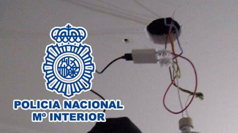 Detenido un hombre por poner cámaras ocultas en los baños de vecinas para espiarlas