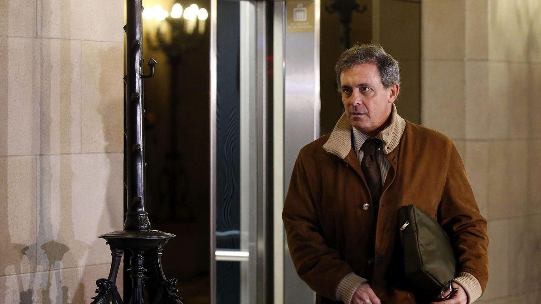 Foto: Jordi Pujol Ferrusola, a su llegada al Parlament para comparecer ante la comisión de investigación. (Efe/ Andreu Dalmau)