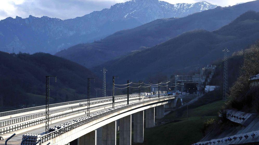 Foto: Tramo de la variante ferroviaria de Pajares en Asturias, una de las grandes obras públicas en desarrollo. (Efe)