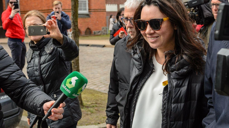 Marcela Topor, a principios de año, en una visita a su marido durante su estancia en una cárcel alemana. (EFE)