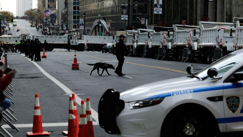 Foto: Imagen de archivo de un policía patrullando por una calle de Manhattan. (Reuters)