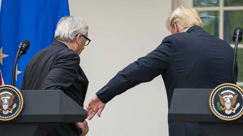 El acuerdo entre Trump y Juncker permite eludir una guerra comercial entre EEUU y la UE. (EFE)