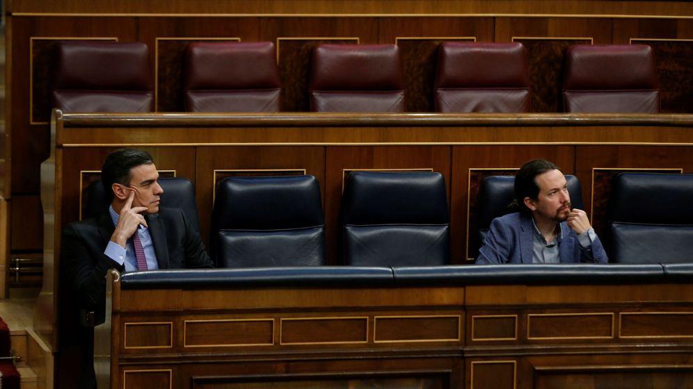 Foto: El presidente del Gobierno, Pedro Sánchez, y su vicepresidente, Pablo Iglesias, en el Congreso de los Diputados. (EFE)
