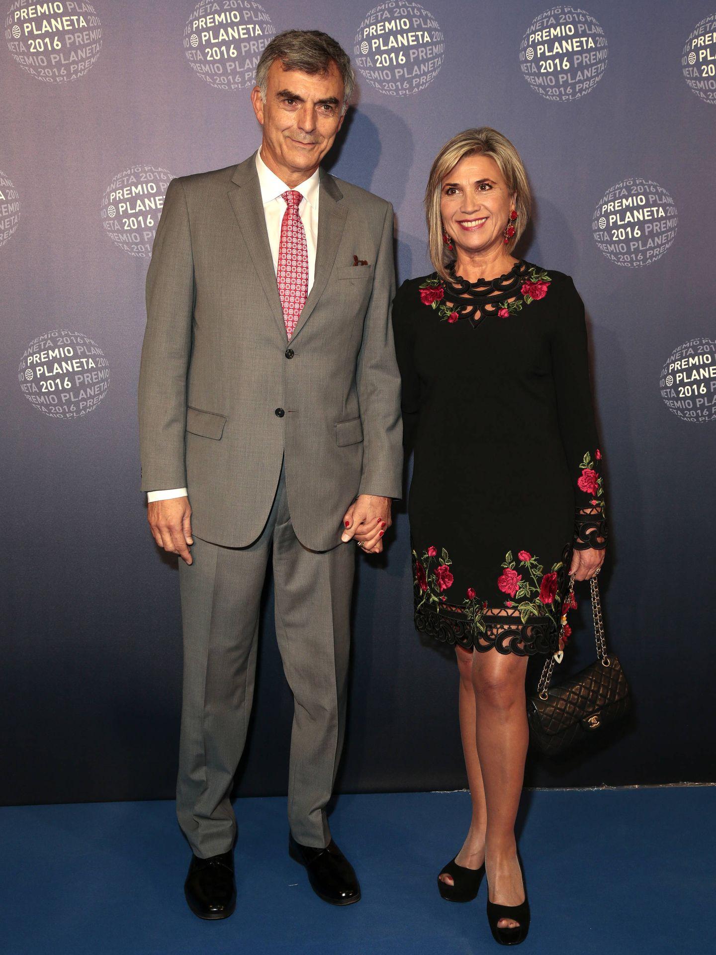 Julia Otero y su marido, Josep Martínez, en los Premios Planeta. (Getty)