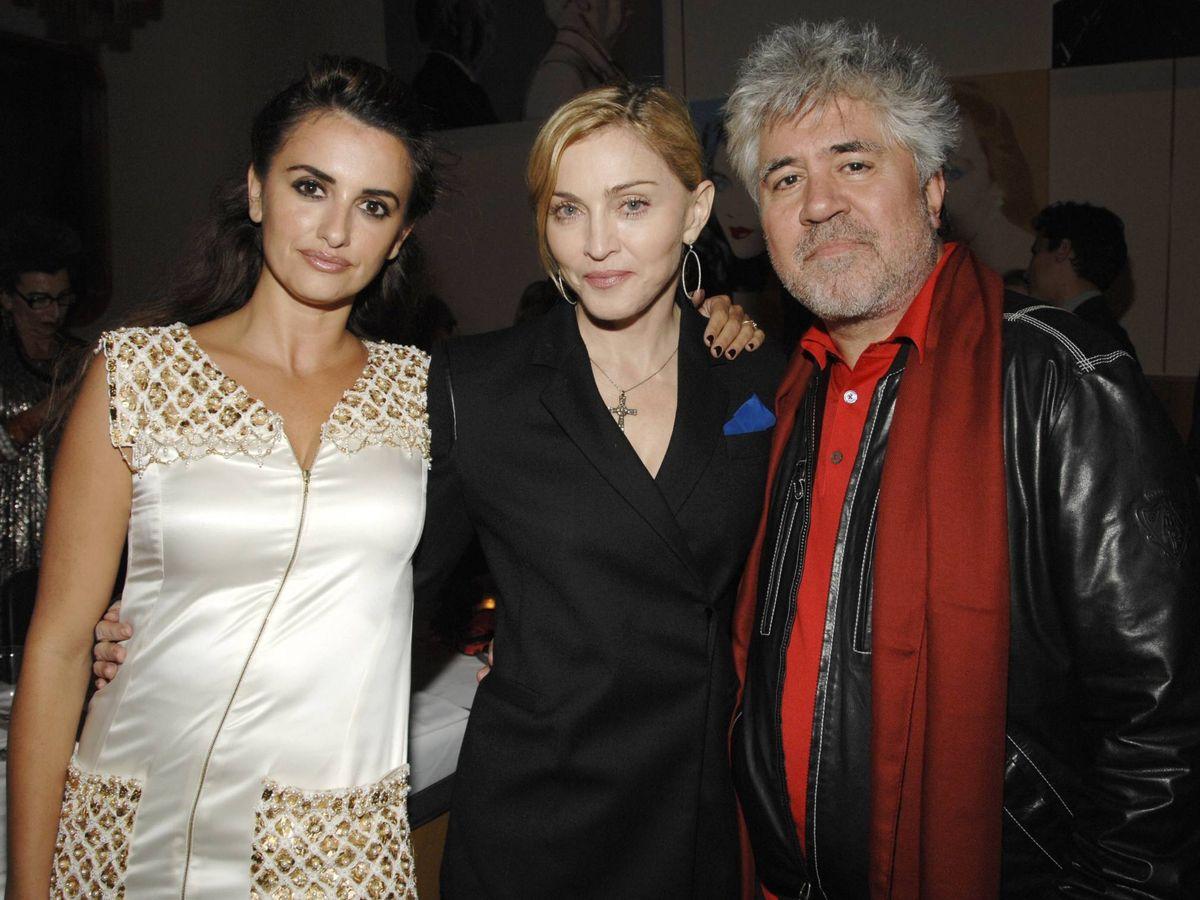 Foto: Penélope Cruz, Madonna y Pedro Almodóvar. (Getty)