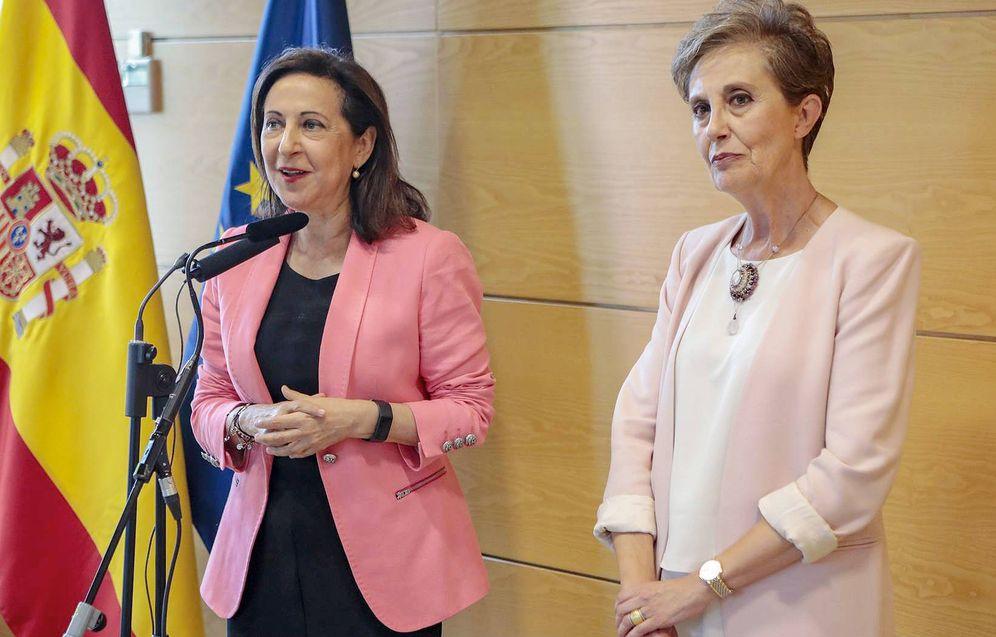 Foto: Margarita Robles junto a Paz Esteban. (Ministerio de Defensa)