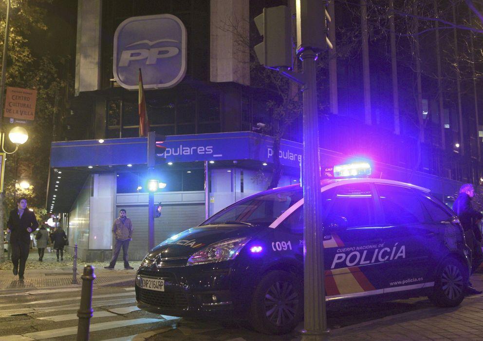 Foto: Imagen del registro policial de la sede del PP el pasado 19 de diciembre. (EFE)