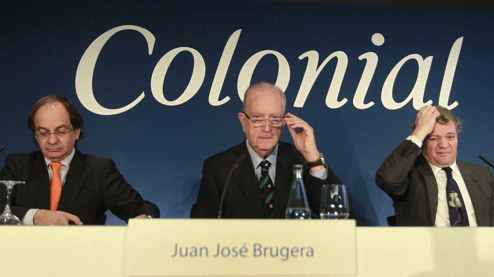 Foto: José Bruguera (c) presidente, Pere Viñolas, consejero delegado (i) y Francisco Palà del consejo de administración (d). (EFE)