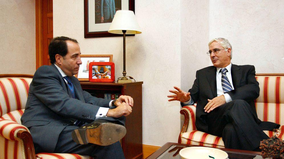 Foto: El expresidente de la CEOE de Ciudad Real, Arturo Mesa (izqda.), junto al expresidente de Castilla-La Mancha, José María Barreda.